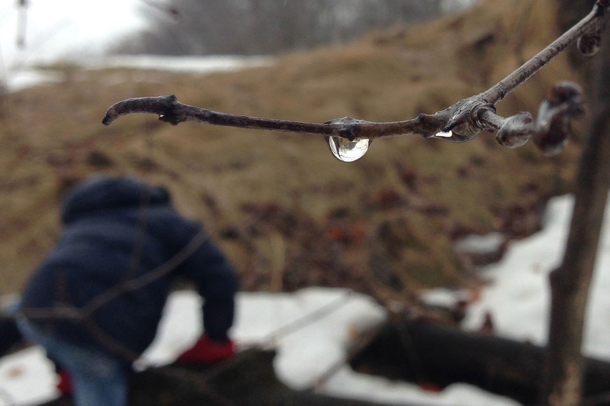 WaterDropMikhailClimbing